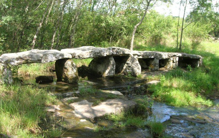 pont mégalithique lablachere