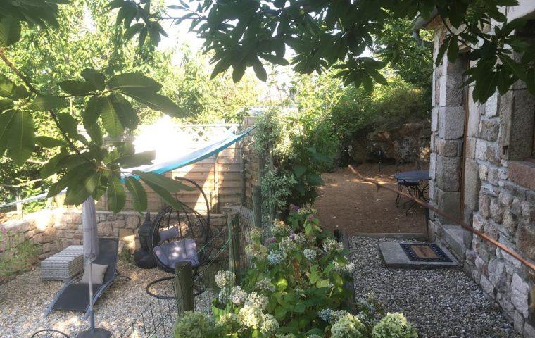 terrasse gite l'olivier chataigne dort planzolles ardeche